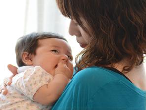 大好きなママの温かい手で優しいマッサージを受けた赤ちゃんは・・・